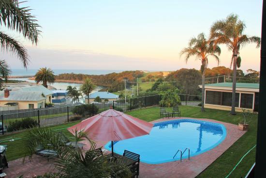 Whale Motor Inn: Schöner Blick über den Pool