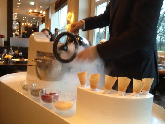 Liquid Nitrogen Ice Cream - Picture of Dinner by Heston ...