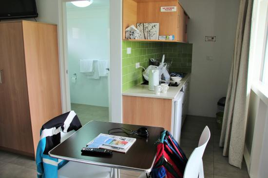 Harbour View Serviced Apartments: Kleine, moderne Kitchenette