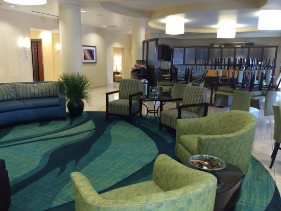 SpringHill Suites Jacksonville Airport: Front lobby