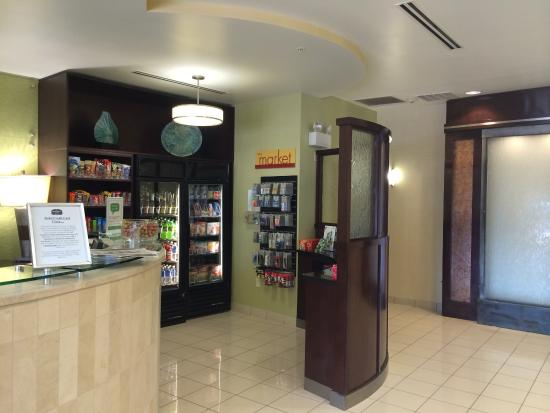 SpringHill Suites Jacksonville Airport: Front lobby area 'market'