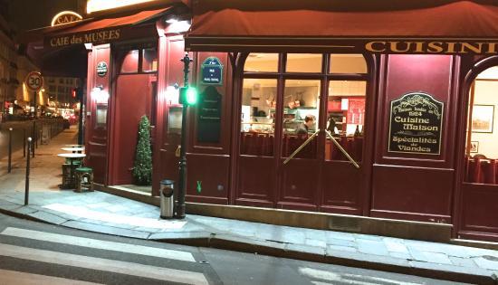 Café des Musées : View from Outside