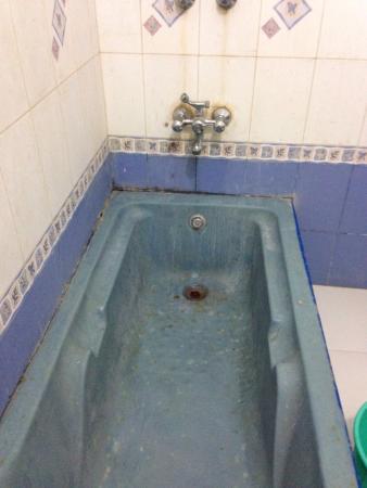 Hotel Ganpati : Chambre du bas a 700roupies Le reste de la chambre n'est guère plus propre