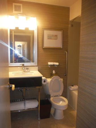 DoubleTree by Hilton Hotel Baltimore - BWI Airport: Nice bathroom