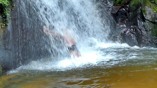 Tapirai, SP: Cachoeira do Alecrim