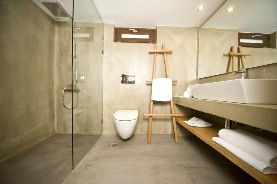 Pepi Studios : Superior Bathroom