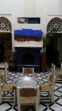 Riad Senso : temp. exhibit in the dining and lobby area