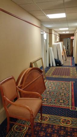 La Quinta Inn & Suites Oklahoma City - Moore: Fire hazard to block hallways and my door!