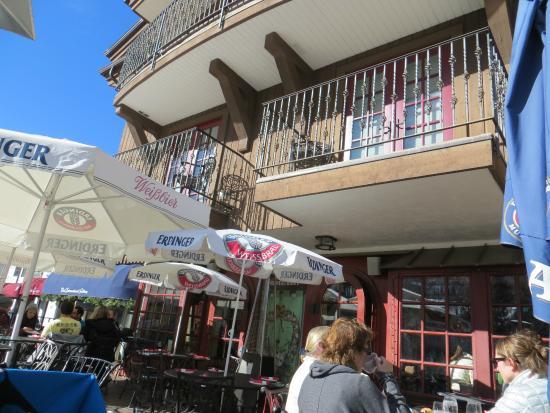 Alpenrose Restaurant: patio