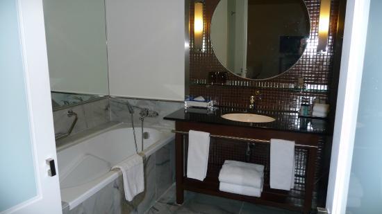 Triple Two Silom: Bathroom