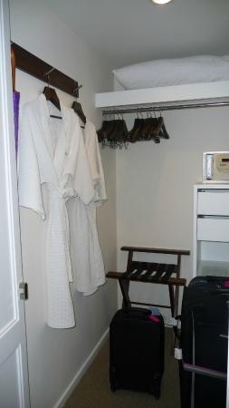 Triple Two Silom: Cloakroom