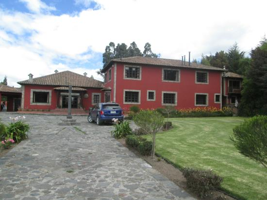 Mulalo, Ekvador: A beautiful pastoral setting a km from the highway
