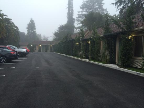 Marin Lodge: Vue Parking