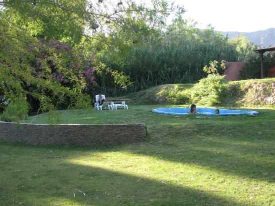 Pircas de Puyuta: Jardín y pileta