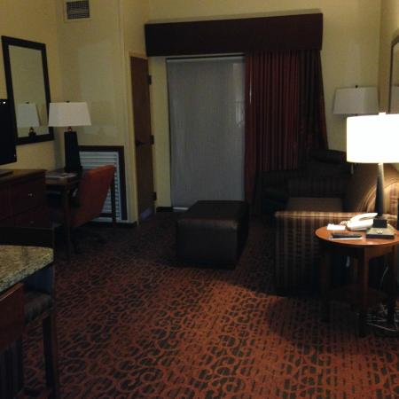 Hampton Inn & Suites El Paso-Airport: View of living room from entry