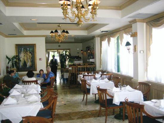 Mylos Greek Restaurant: Dining area