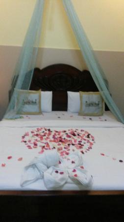 Golden Noura Villa Pub & Restaurant: Notre chambre (nous avions mentionné que c été notre lune de miel).La chambre ete propre et rust