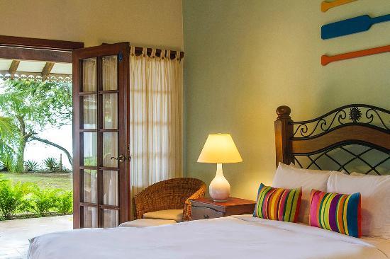 Descanse en una cómoda y amplia habitación en Villa Marina Lodge, Playa Venao