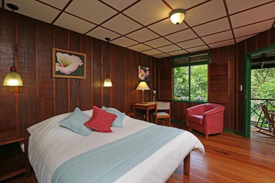 Trogon Lodge San Gerardo de Dota: Standard room with one queen bed