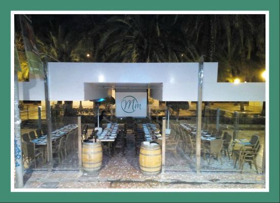 Pikadura Café Restaurant: La terraza