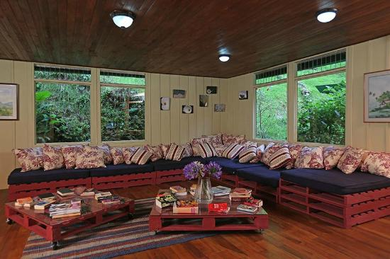Trogon Lodge San Gerardo de Dota : Living & reading room, relax!