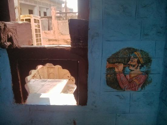 The Blue House Guest House Jodhpur: The stairs have a new blue feel and paintings are authentic to the era