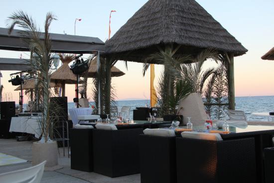 Riva Bella Naturiste Camping: restaurant aan het strand