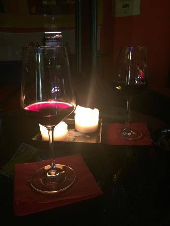 Moonlight Cafe: Nothing like a glass of wine