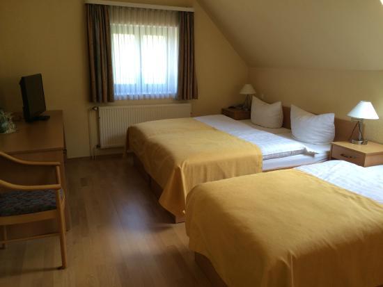 Hotel Steinkrug : Dreibettzimmer