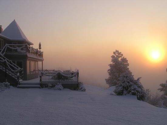 Ecce Bed and Breakfast: Winter Sunrise