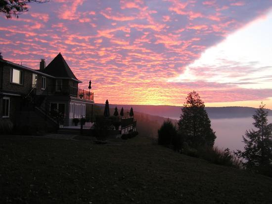 Ecce Bed and Breakfast: October Sunrise