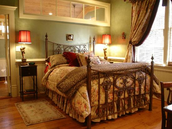 Breeden Inn Bed and Breakfast : Camelot - in Retreat on Main