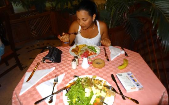Playa Ancon, Cuba: food is good, lots of greens and fruits, meat entries limited.
