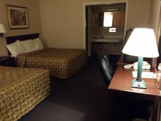 Econo Lodge Mystic - Groton: Room.