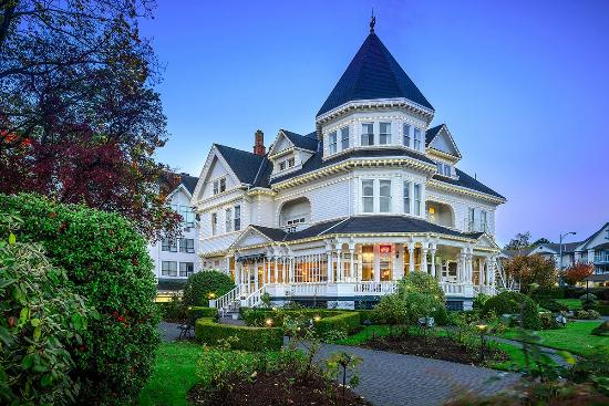 Gatsby mansion victoria british columbia updated 2017 for Cheapest houses in victoria