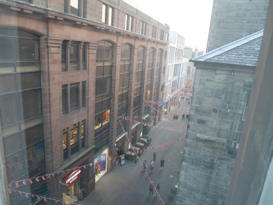 Travelodge Edinburgh Central Rose Street: window view