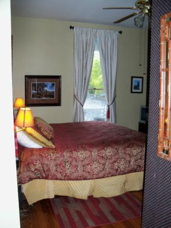 Arbor House Inn And Suites: Very comfortable bed