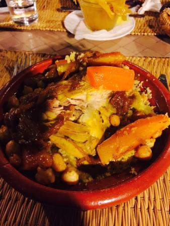 La Terrasse Ben Youssef : Couscous poulet oignons confits avec fruits secs