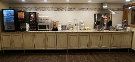 Econo Lodge - Mayo Clinic Area: Breakfast Line