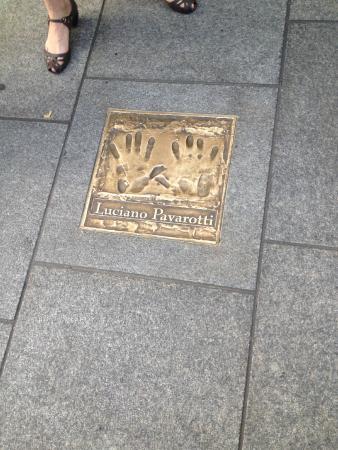 Gaiety Theatre: Até o Pavarotti!