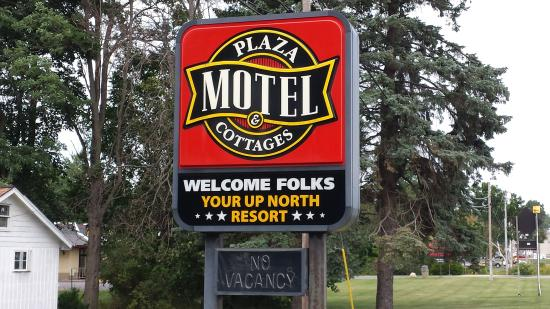 Plaza Motel and Cottages