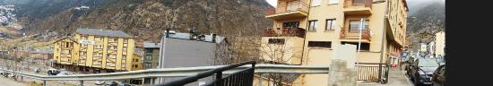 Hotel Griu: дорога от отеля к подъемнику
