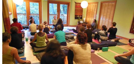 Midpines, CA: Yoga Group
