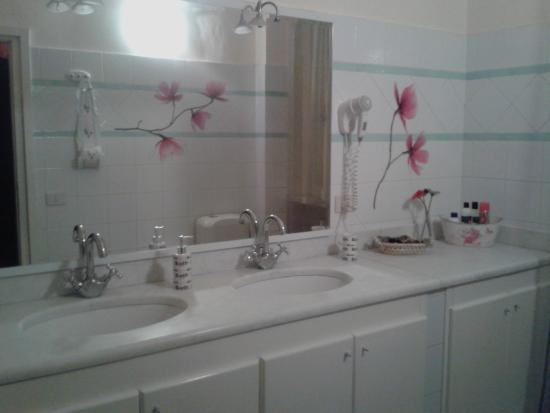 Bagni con doccia in comune bagni con doccia in comune fantastiche immagini in bagno su cucina - Quanto costa togliere vasca da bagno e mettere doccia ...