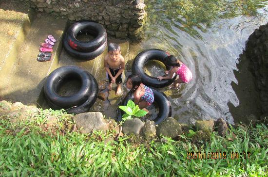 Malumpati Cold Spring: this is the place of my lil kids... they love this area.. low level lang kasi ang tubig...