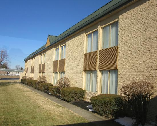 BEST WESTERN Holiday Plaza: exterior