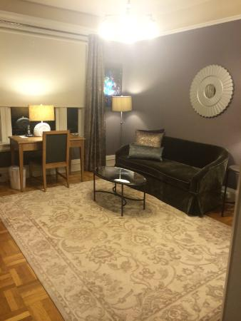 Steinhart: Living room/murphy bed (against the wall)