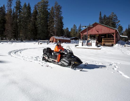 Hannagan Meadow Lodge : Snow machine rides