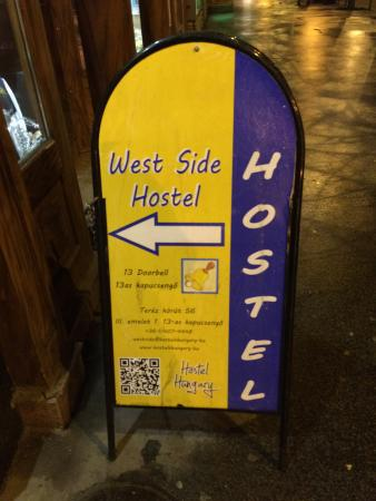 West Side Hostel : Sign