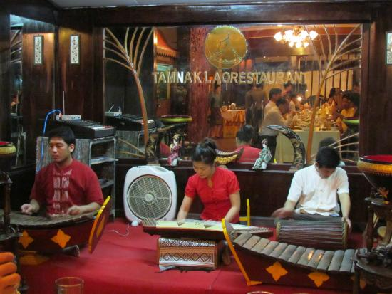 Tamnak Lao Restaurant: traditional music